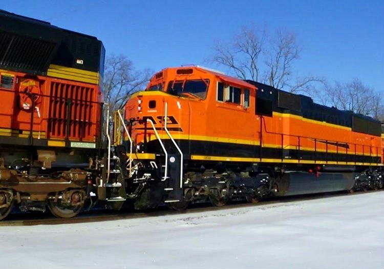 Treni çekme denemesi işe yaramıştı, az da olsa lokomotifin hızı azalmıştı.