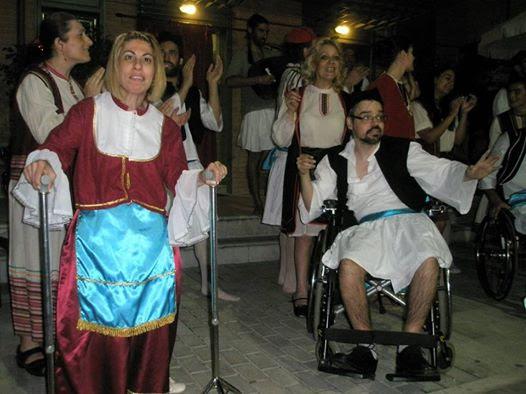"""Θεατρική παράσταση του Πανελλήνιου Συλλόγου Παραπληγικών """"ΕΚΤΟΣ ΔΡΟΜΟΥ"""" σήμερα στη Νέα Επίδαυρο"""