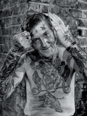 mayores con tatuajes 6