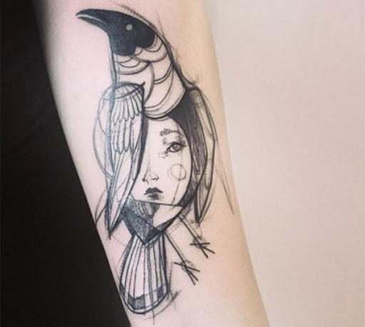 Pássaro e Rosto Esboço de Tatuagem