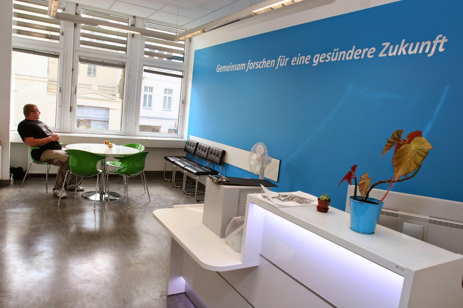 colour up your office charit berlin mit neuen empfangsm beln und wartezonenst hlen und. Black Bedroom Furniture Sets. Home Design Ideas