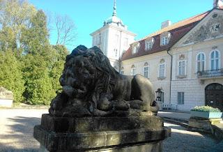 Lew przed Pałacem Radziwiłłów