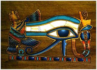 con mat cua Horus