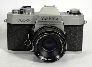 Tampak depan dengan lensa yashica FX-2