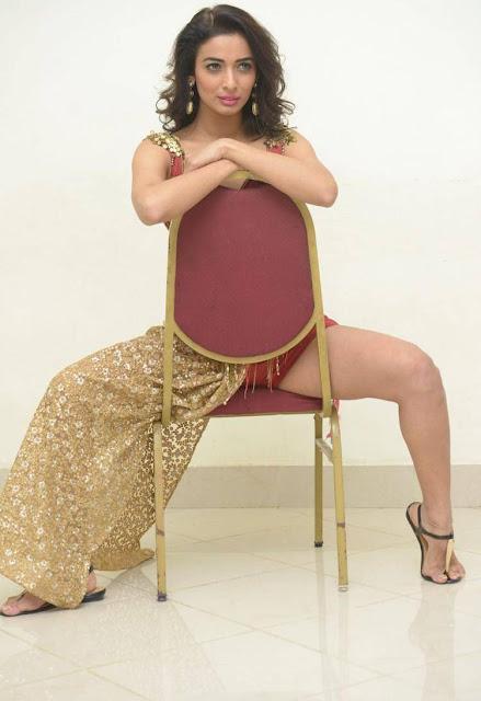 Heena Panchal Exposing  thighs  Spreads her Legs in  Ghagra Choli Very  Pics