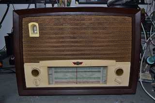 Radio Rentals Model 218 radio, repairs and restoration.