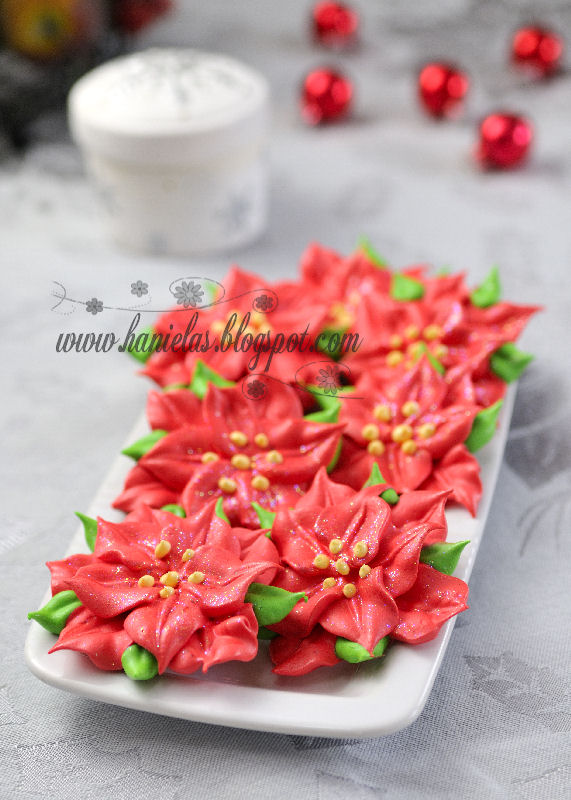 DIY Meringue Christmas Poinsettia Recipe - via BirdsParty.com