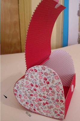 Si quieres enamorar más a tu pareja regala una caja en forma de corazón.