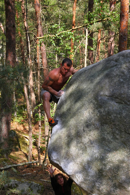 Steph dans Corne de Bizon à Apremont, Fontainebleau