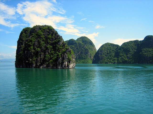 Choose a right cruise for Halong Bay tour