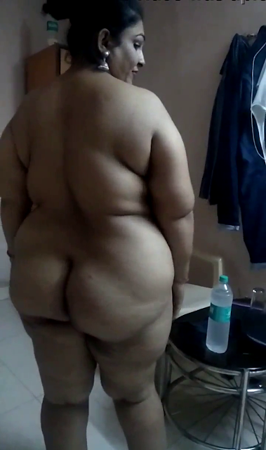 Plumpy Aunty big ass show