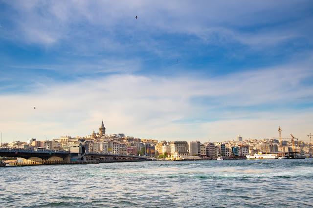 Ponte e Torre di Galata da Eminonu-Istanbul