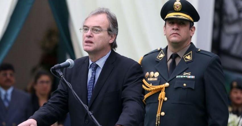 Ministro del Interior presentará el lunes informe al Congreso sobre movilización de maestros en huelga