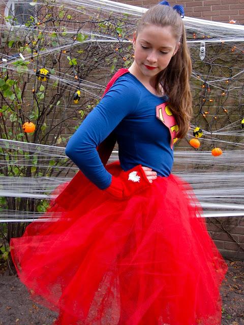 supergirl halloween 2012 bowtiful life. Black Bedroom Furniture Sets. Home Design Ideas