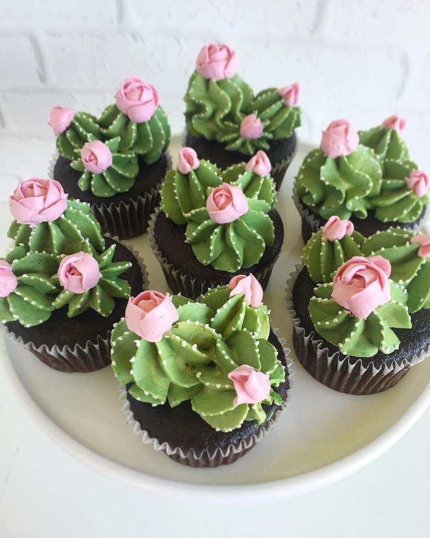 04-Cacti-Leslie-Vigil-Themed-Decorated-Cakes-www-designstack-co