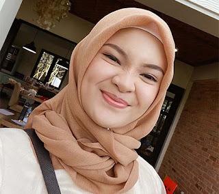 Zilla Zuliza Pakai Hijab