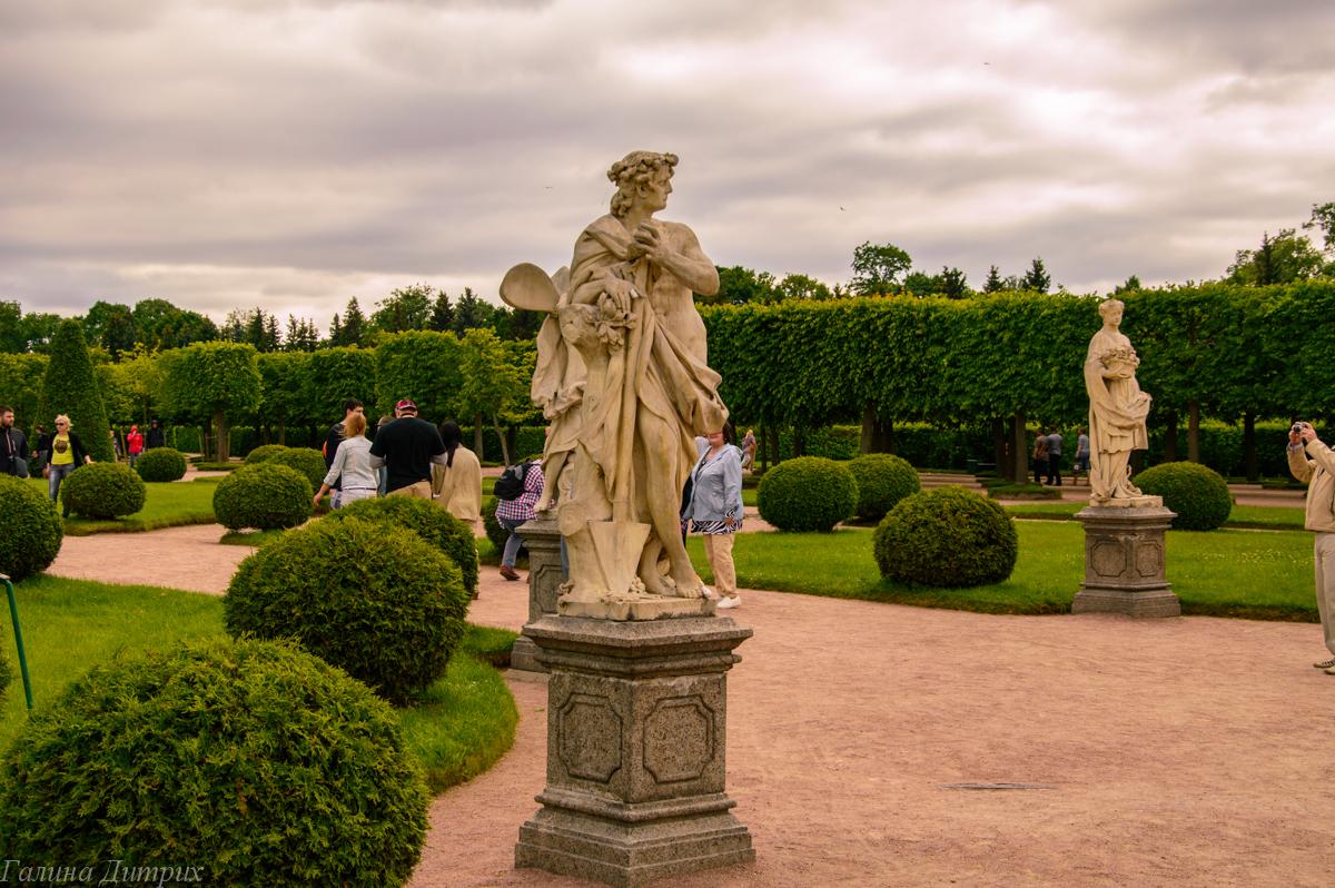Скульптуры в Верхнем саду Петергофа фото