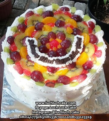 Kue Tart Ulang Tahun Dengan Buah