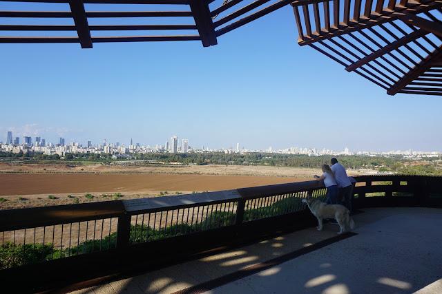 מרפסת בפארק אריאל שרון