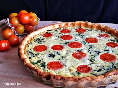 Quiche de espinacas con queso y tomates cherry