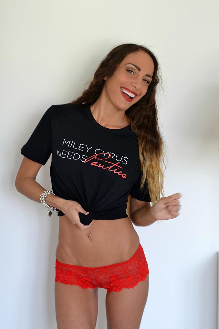 maglietta con scritta