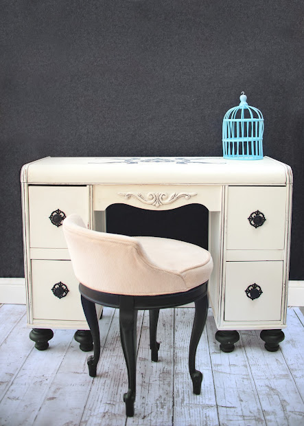 Vintage Orchard Furniture Black & White Antique Rounded