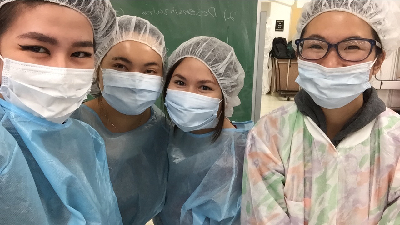 adrienne nguyen_pharmacy blog_pharmacy school blog_clean room_garbing_pharmacist_scrubs