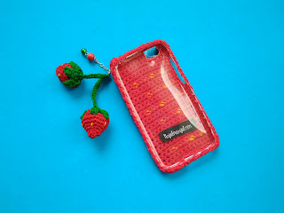 phone case, strawberry phone case, phone case rajut, cover hp rajut, case hp, case hp rajut, case hp strawberry, strawberry phonecell case, case hp unik, case hp lucu
