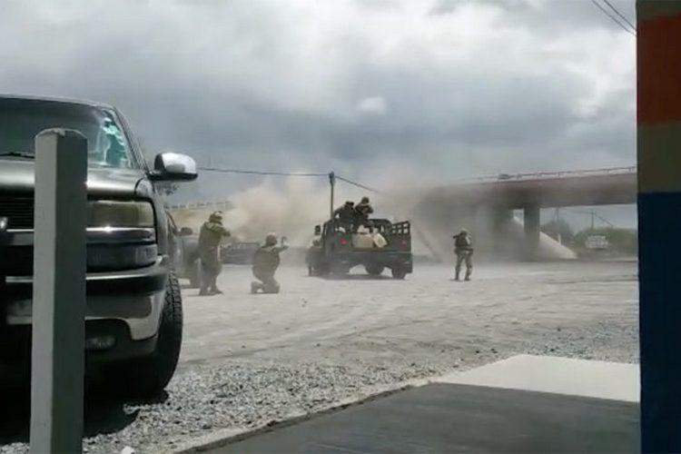 """Vídeo: Militares se enfrentan con sicarios de """"El Pelochas"""", en Tamaulipas"""