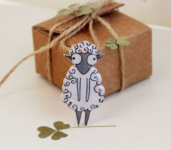 Dinabijushop's polymer clay and resin pin sheep