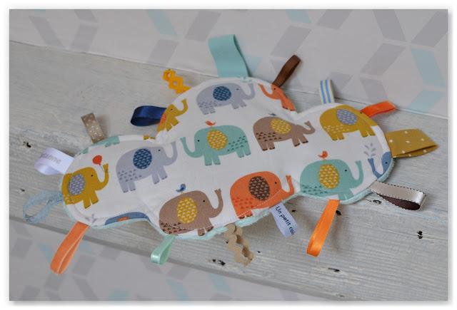 doudou étiquettes nuage éléphants multicolores