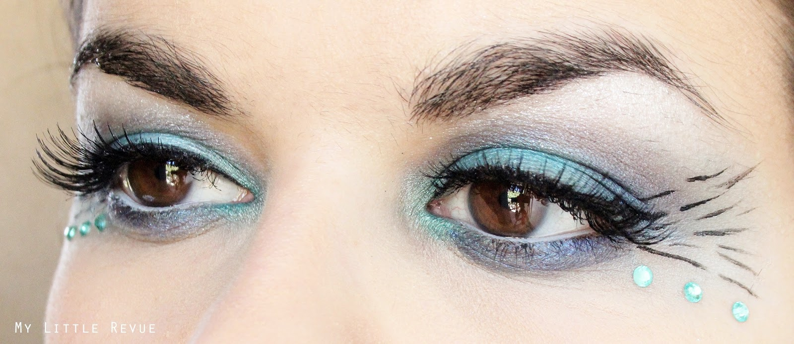maquillage des yeux turquoise inspiration paon