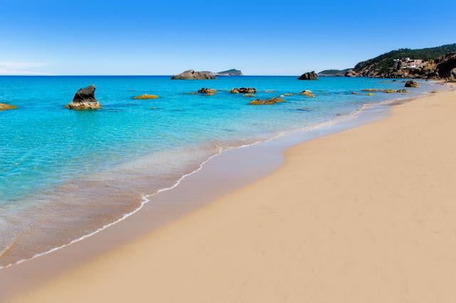 Praia Agua Blanca em Ibiza