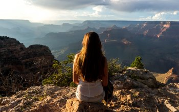 Wallpaper: Lady admiring the Grand Canyon