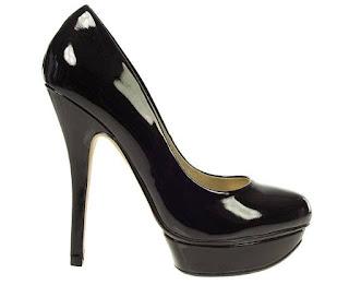 Topuklu ayakkabı giymek kamburluğa neden