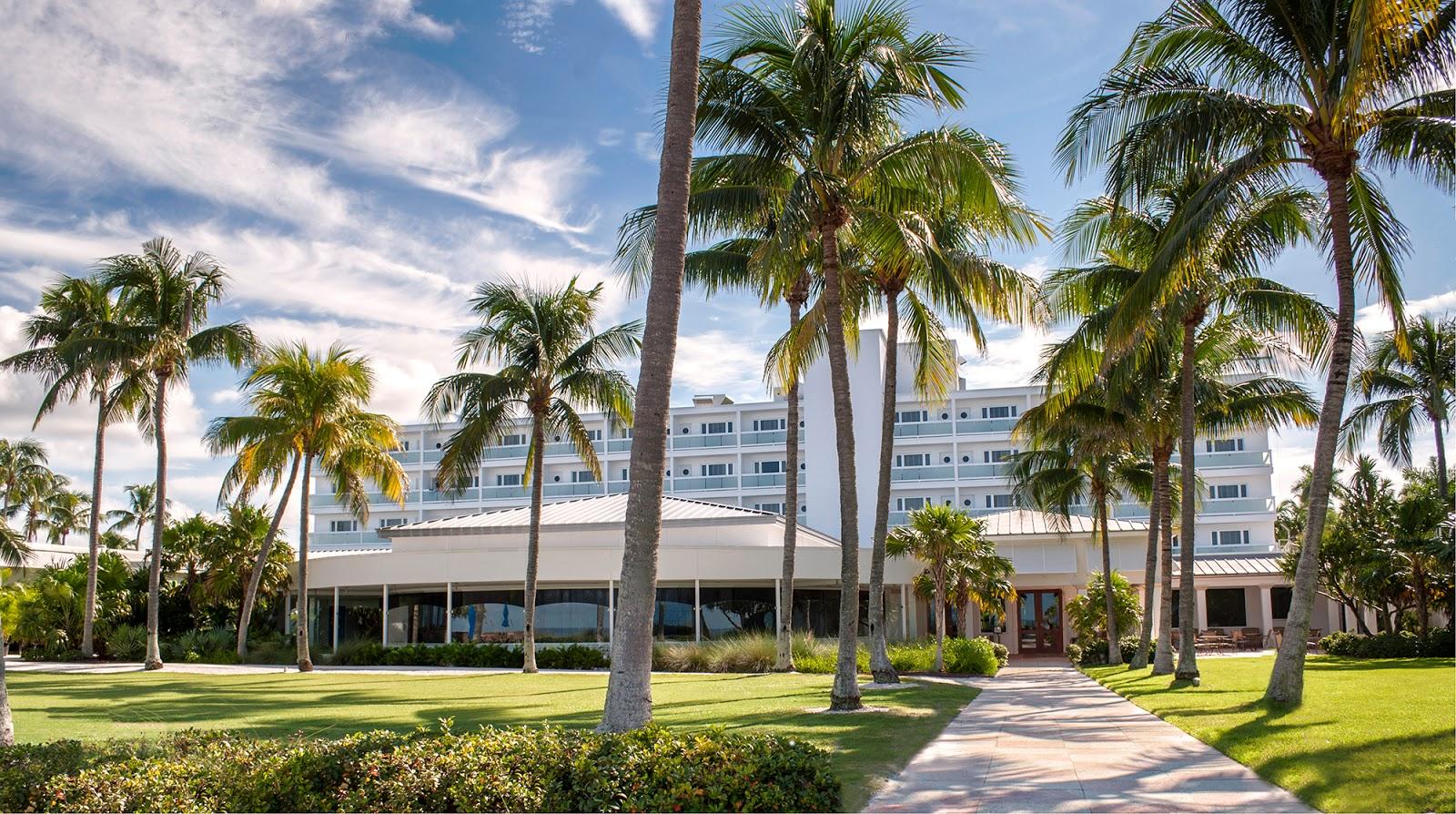 The golf travel guru on location naples beach hotel for Hotels naples