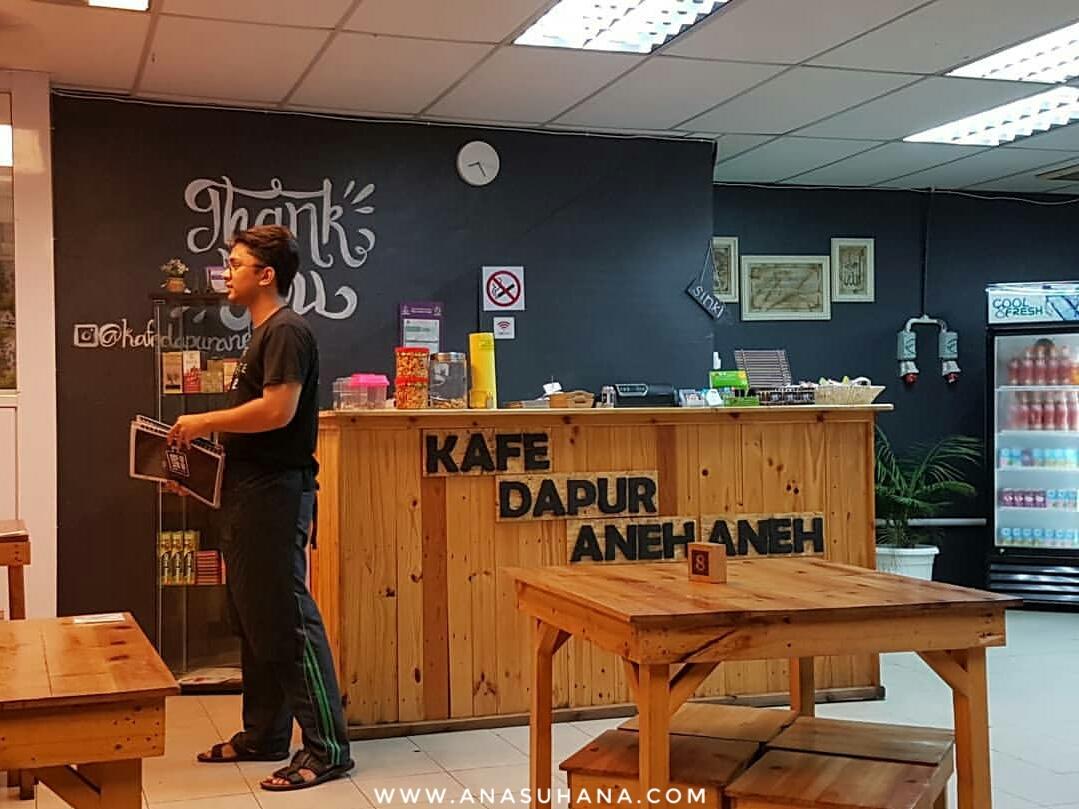 Kafe Dapur Aneh-aneh