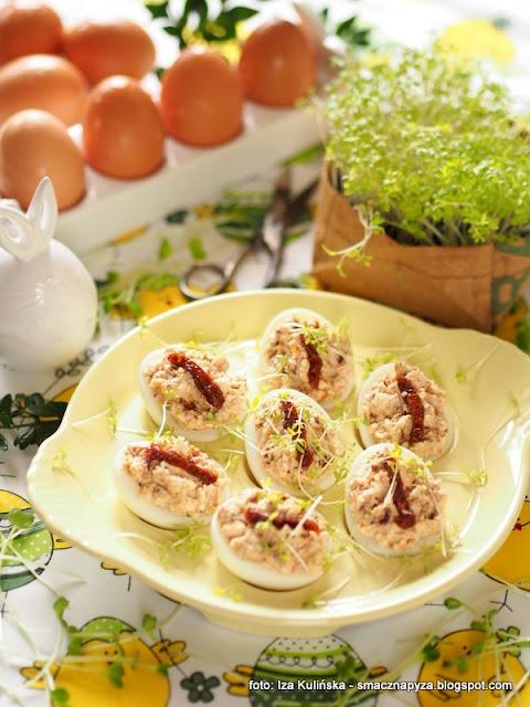 jajeczka z farszem, jajka z feta i pomidorem, jajko, jaja, wielkanoc, wielkanocne przepisy, menu na swieta