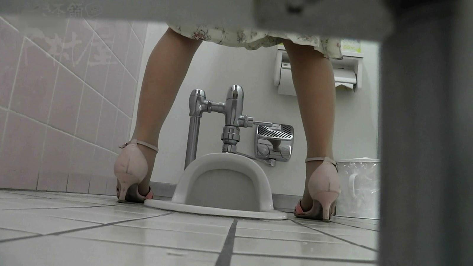 pisayut-i-drochat-kamera-v-tualete-porno-litri-v-anape