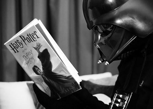 kitap okuyan deli