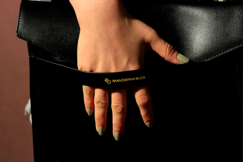 mandarina duck fashion bag girl nails green black