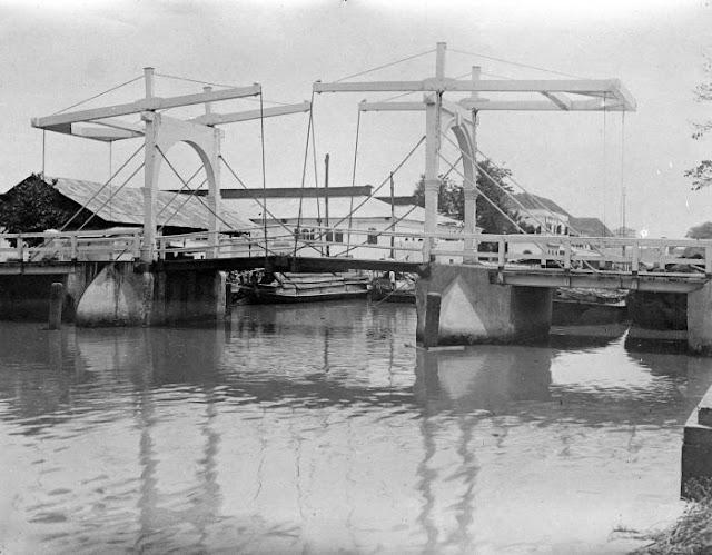 Jembatan Kota Intan 1900-1940