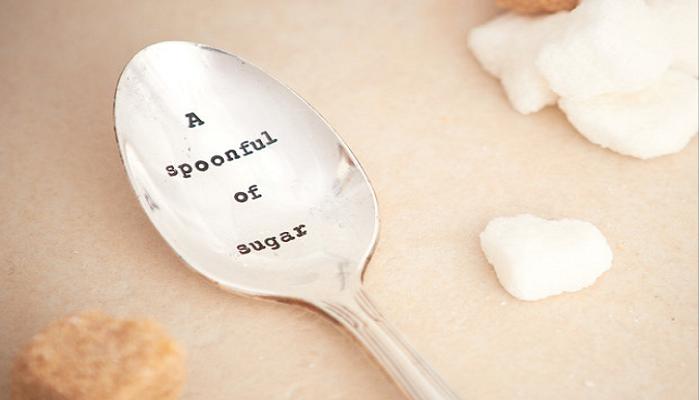 Πριν λουστείς, βάλε μία κουταλιά ζάχαρη στο σαμπουάν σου