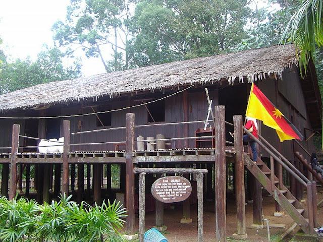 Rumah tradisi Sarawak