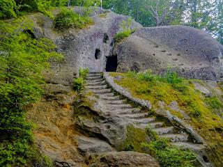 Розгирче, Стрыйский р-н, Львовская обл. Пещерный монастырь XIII-XV веков