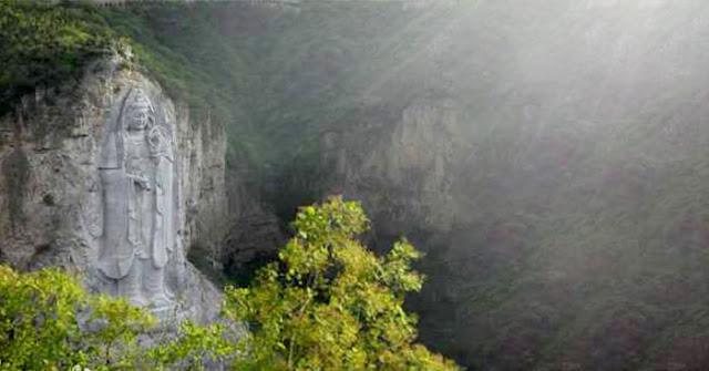 Tượng Quán Thế Âm cao nhất thế giới ở vách núi bị chính quyền TQ phá hủy và bài học quả báo từ cuộc cách mạng văn hóa