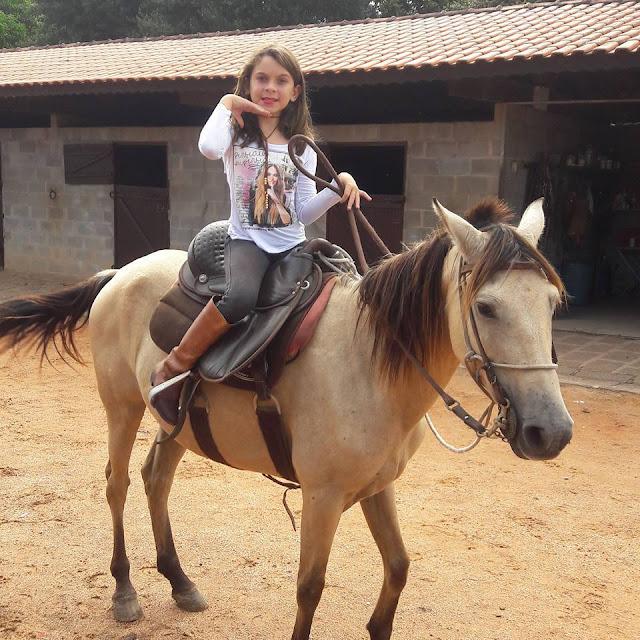 """""""Muitas crianças iguais a mim estão me procurando para me pedir ajuda"""", conta Melissa Doblado"""