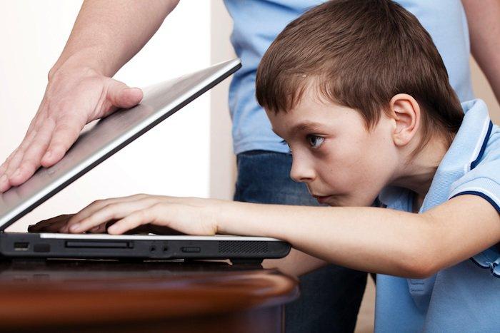 Kako reći roditeljima svoje upoznavanje putem interneta