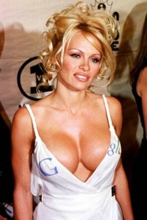LINDSAY LOHAN - Foto Artis Cantik Hollywood Yang Pernah Bugil Di Majalah Playboy