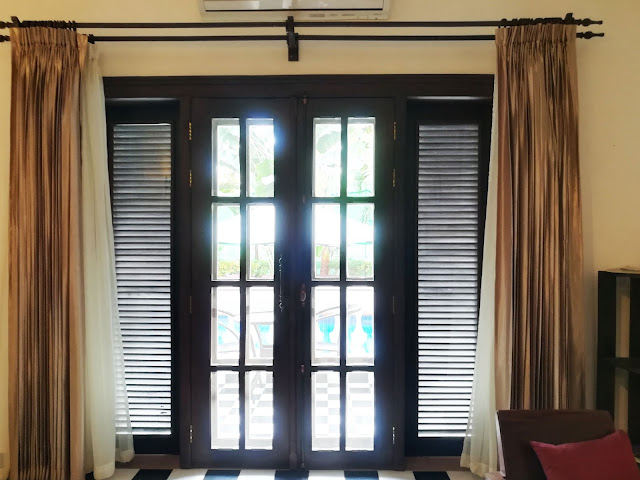 I was in love with the wooden doorframes. It was a double door - one with glass panes and the other wire mesh. The latch was old-fashioned and quaint. If ever I get an opportunity to design a house for my family, I would like to install these doors for sure.